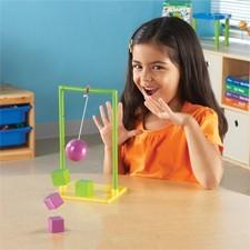 Barnet lærer bla. om tyngdekraft og friktion...