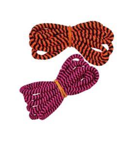 Mange børn aner ikke hvad en hoppe elastik skal bruges til, det er ærgerligt, så giv endelig hoppelegene videre....